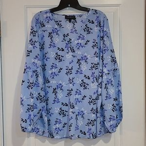 Size 16 gorgeous blue and floral lane Bryant top